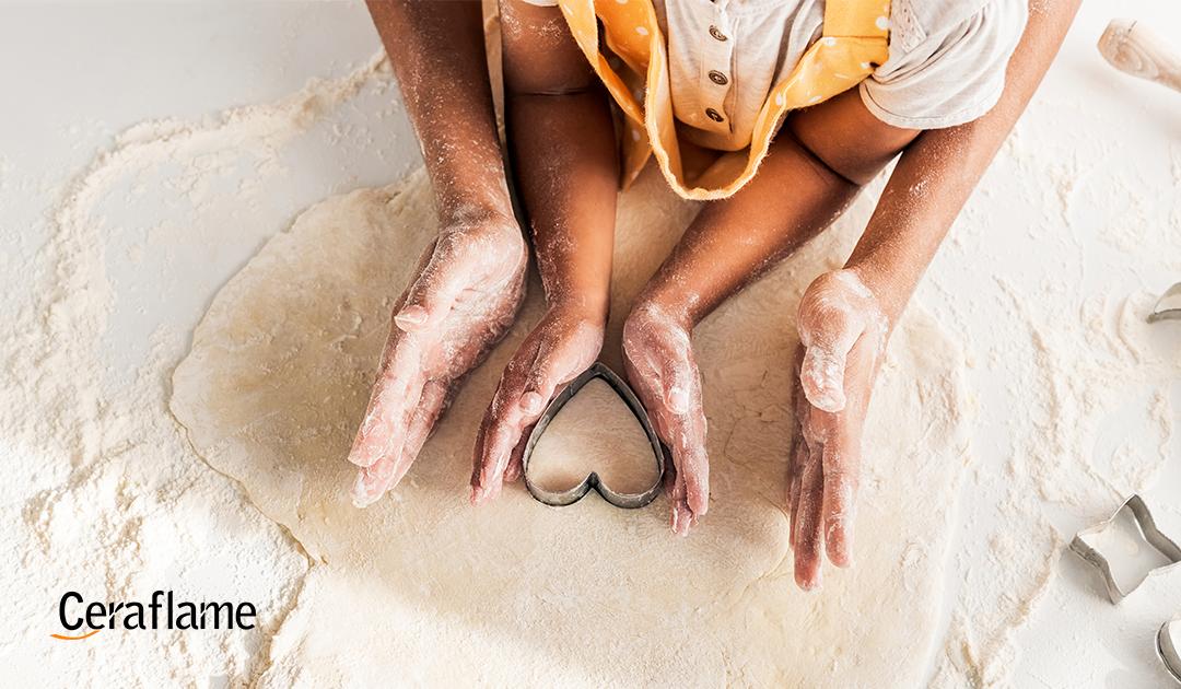 Cozinhando em família cozinhando em família: Imagem de um adulto e uma criança fazendo doce com trigo